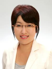 石谷二美枝コーチ